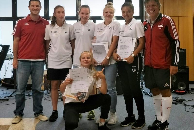 """Unsere neuen """"Coaches"""" Annika, Pauline, Heidi, Eva & Lola"""