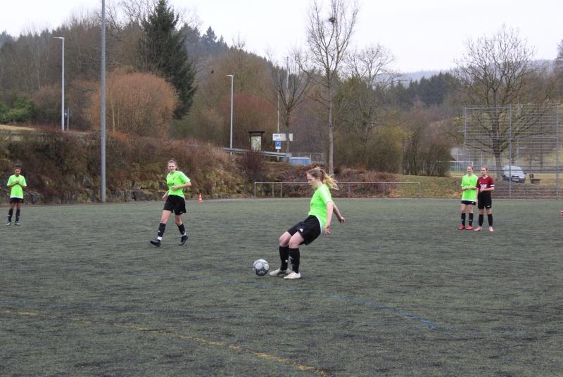 Ungewohnte Szene: Torspielerin Franzi im grünen Trikot und im gegnerischen Strafraum!