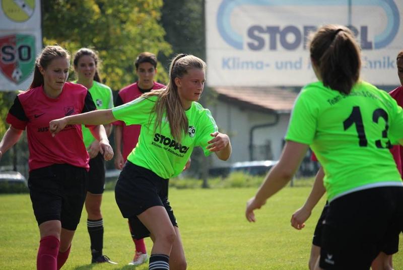 Johanna brachte mit ihrem ersten Tor bei den Frauen das Team S&O in Führung