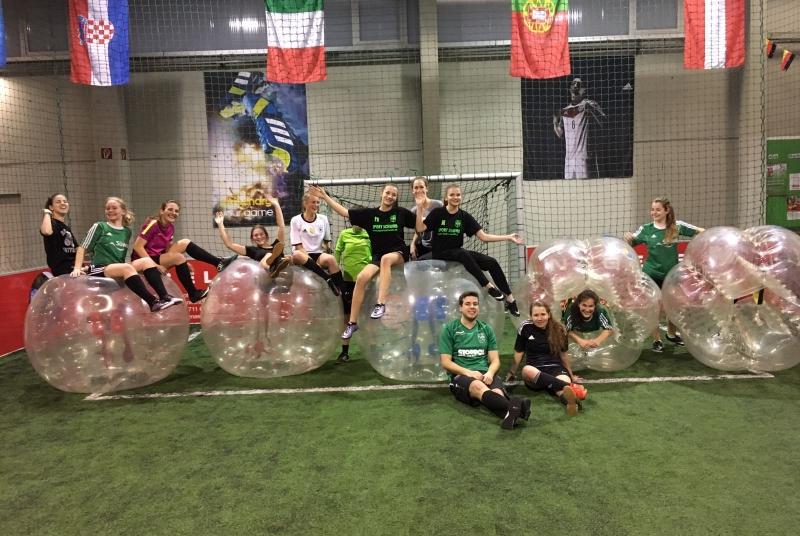 Grund zum Lachen gab es beim Bubble Soccer sichtlich genug.