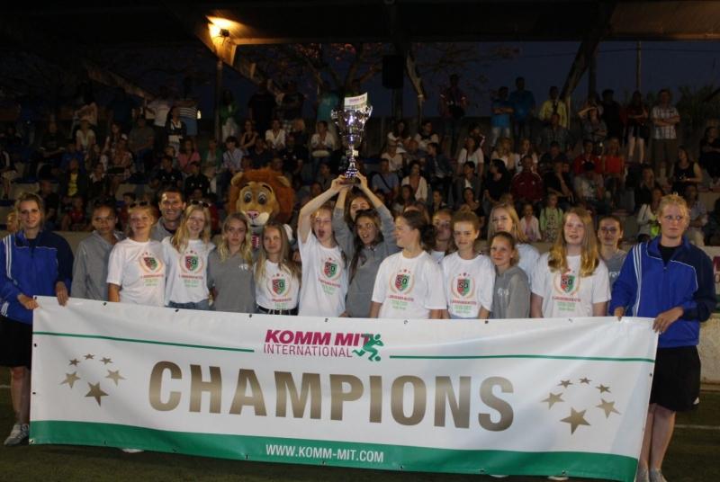 Ladies and Gentlemen, the winner of the 34. Internationl Whitsuntide Tournament: Juniorteam S&O!!!