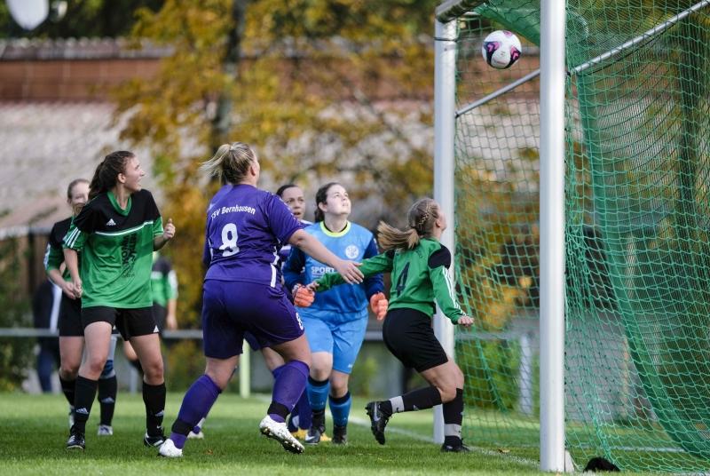Kopfballmonster Heidi mit ihrem zweiten Treffer